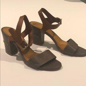 Chloe 2-tone ankle strap pump sandals Size 38,5